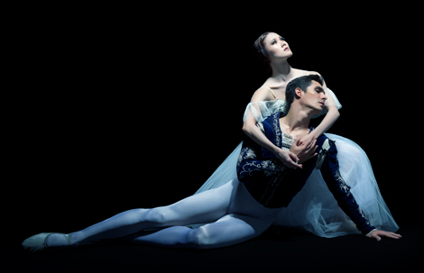 Alberta-Ballet-Company-Artists-Mariko-Kondo-&-Dayron-Vera,-Photo-by-Paul-McGrath-APP-1